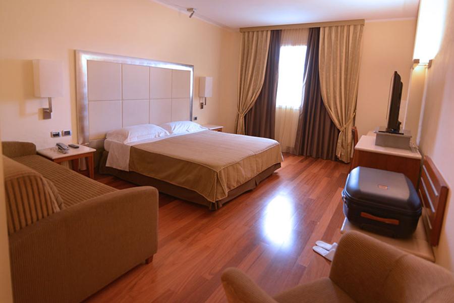 offerta-pasqua-e-pasquetta-2019-hotel-grosseto-con-camere-e-suite